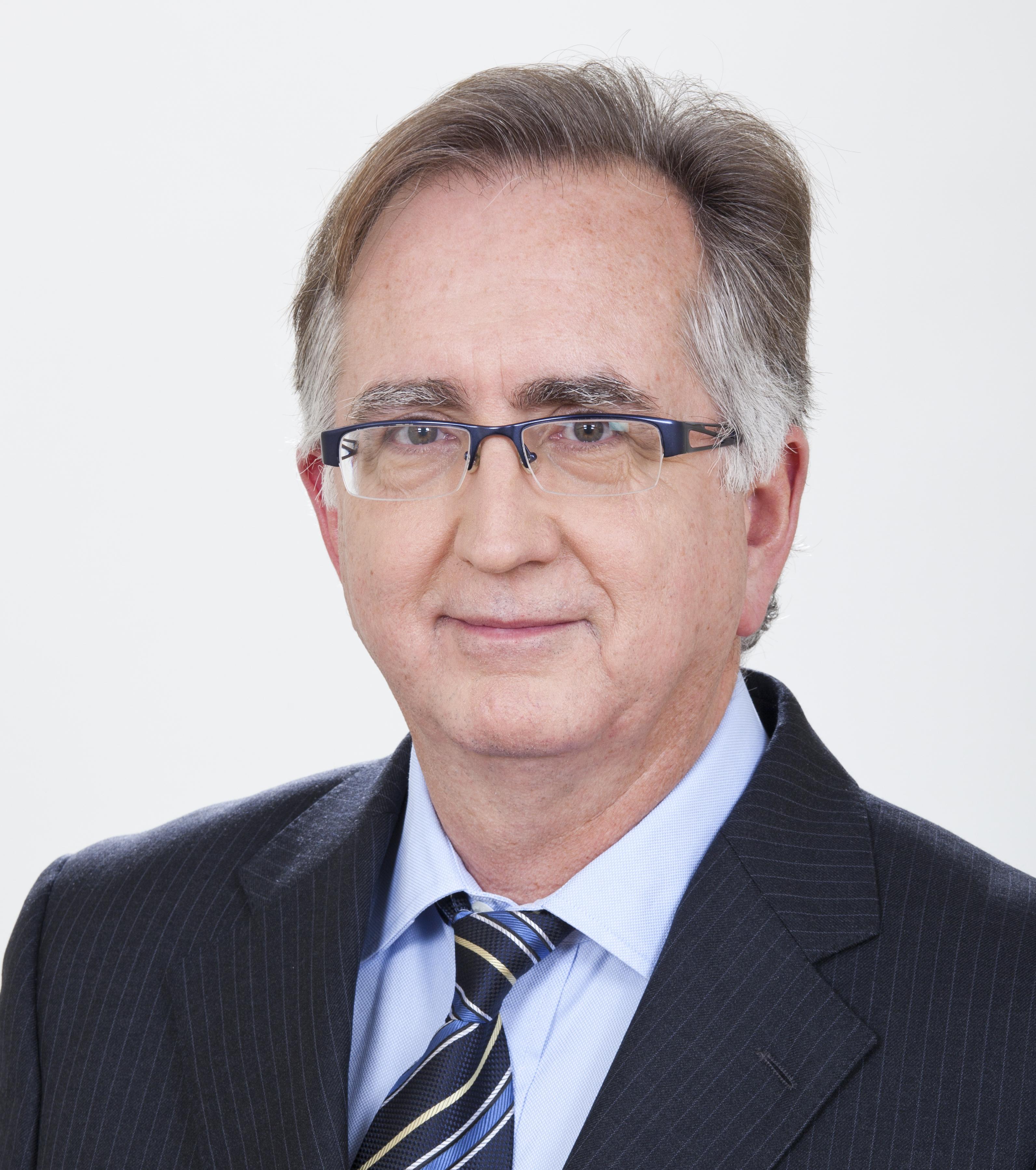 Blas Oliet, Abogado experto en derecho societario. Fue Director de Servicios Jurídicos de Repsol