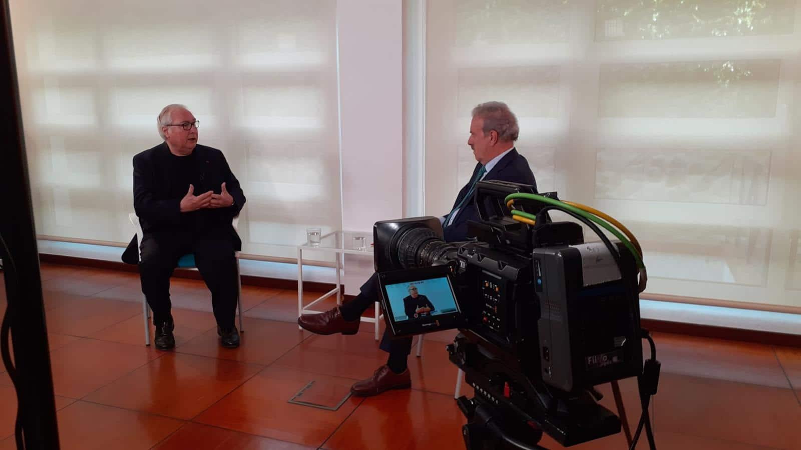 Manuel Castells en entrevista con Manuel Campo Vidal